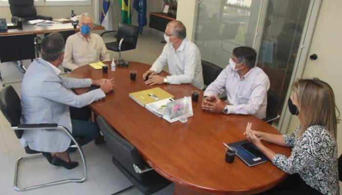 Limoeiro retoma convênio com FIEPE e articula parcerias com o SESI para prestação de serviços à população