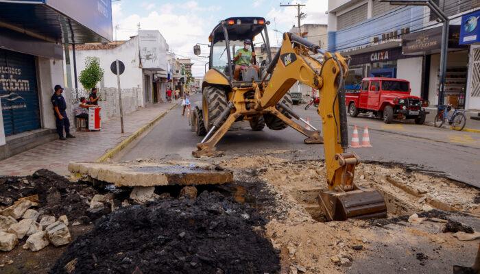 Desobstrução de tubulações realizada pela prefeitura evitará transtornos para população de Limoeiro
