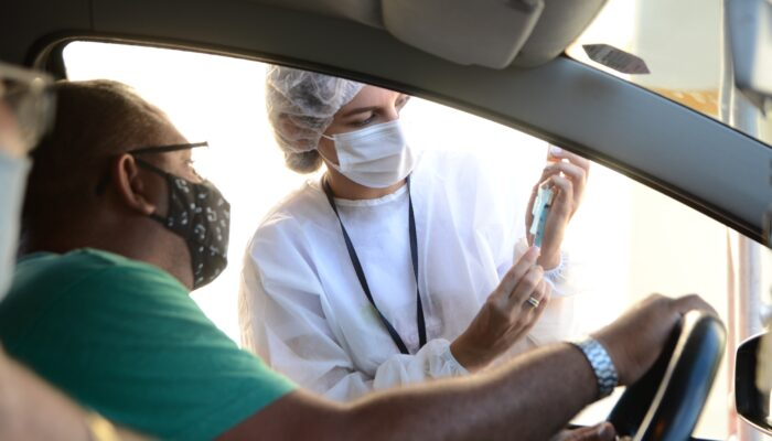 Em Limoeiro, vacinação no formato drive-thru resulta em sucesso desde as primeiras horas