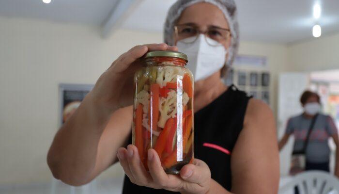 Cursos de Doces e de Produção de Hortaliças, buscam melhoria da renda familiar entre mulheres de Limoeiro