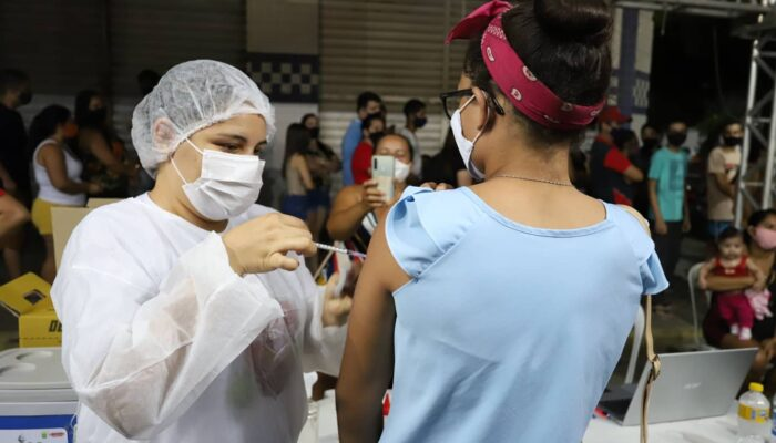 Prefeitura de Limoeiro avança na vacinação de adolescentes contra Covid-19